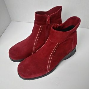 La Canadienne Red Suede Zip Booties. Size 6